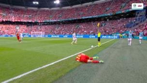 ТРАВМА НА РОВНОМ МЕСТЕ: защитник Уэльса не смог продолжить матч с Данией в 1/8 финала Евро-2020