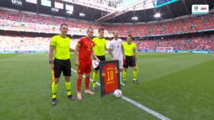 ВИДЕО: Сборная Уэльса поддержала Кристиана Эриксена перед матчем с Данией в 1/8 финала Евро-2020