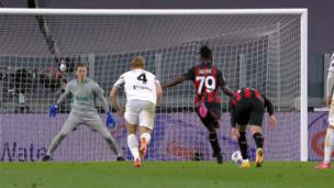 Фантастический сэйв! Вратарь «Ювентуса» отражает пенальти в матче с «Миланом»