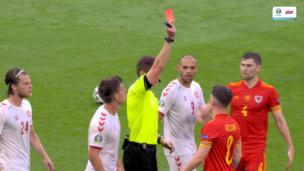 ВИДЕО СПОРНОГО удаления игрока сборной Уэльса в матче против Дании в 1/8 финала Евро-2020
