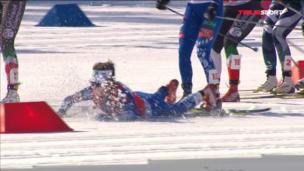 Два падения на старте женского марафона и травма