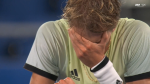 Теннисист с русскими корнями Зверев ЗАПЛАКАЛ после победы над великим Джоковичем на Олимпиаде-2020